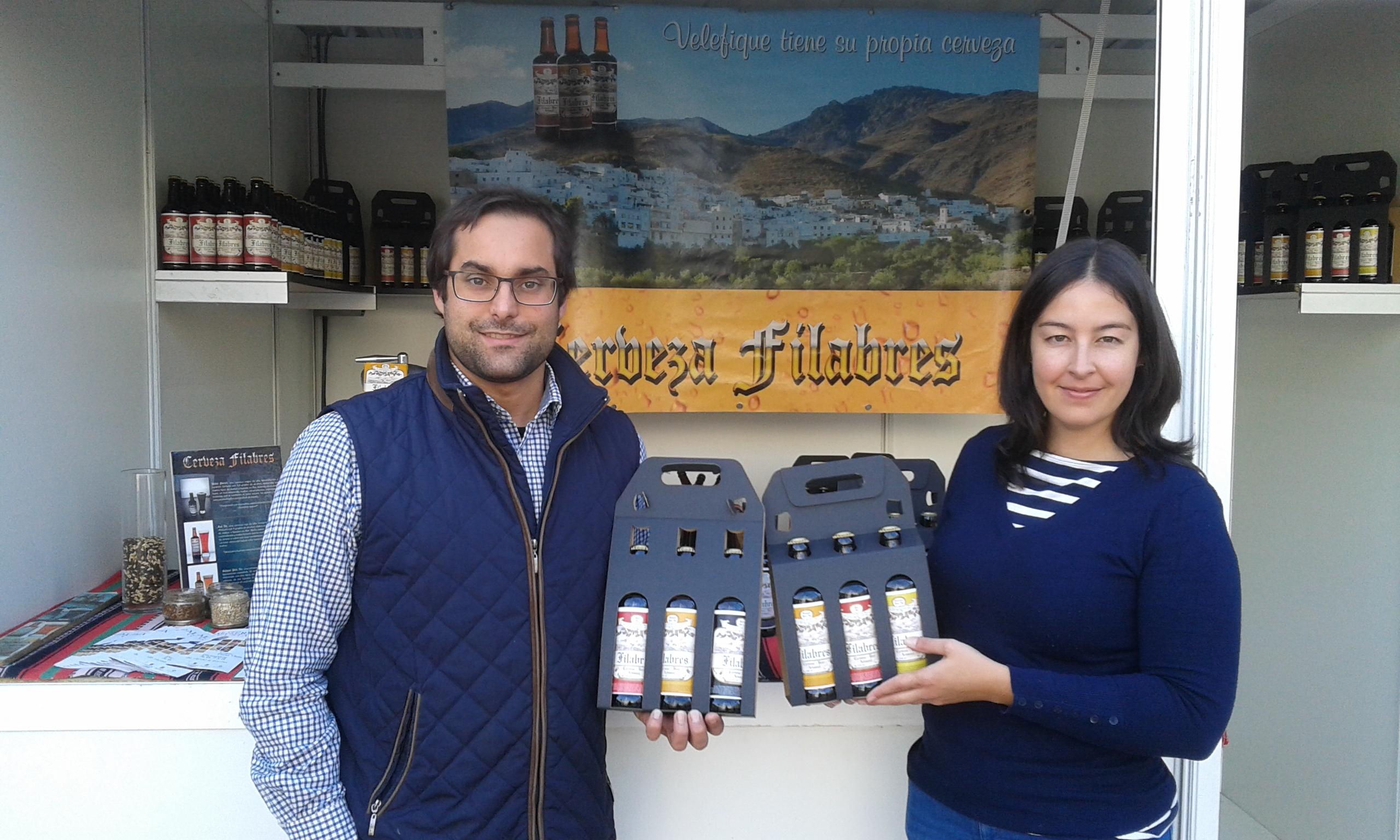 Jose y Cristina, es una pareja emprendedora en cervezas artesanas en Almería y están teniendo un gran éxito en la capital y provincia de Almería y su cerveza tiene buen mercado en Cataluña/ Javier Cortés García