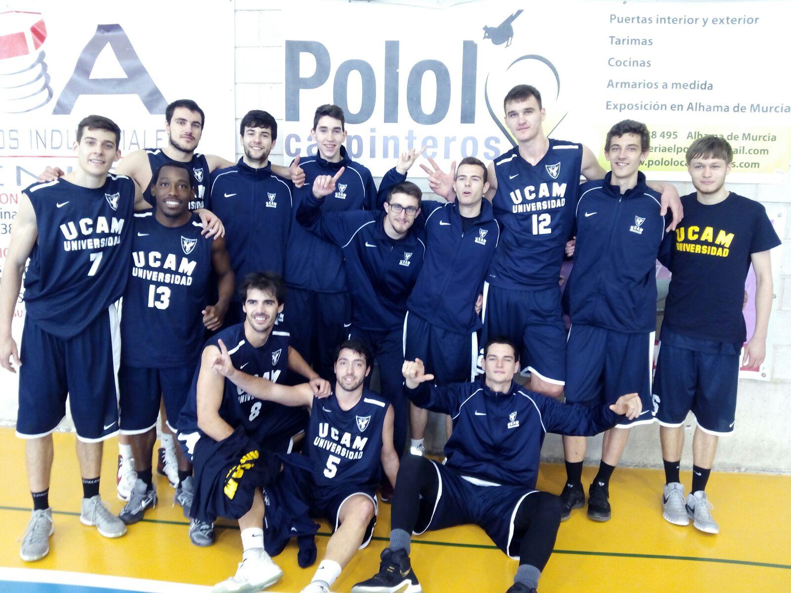El equipo universitario tras su victoria frente a la UMU. PABLO J. SÁNCHEZ